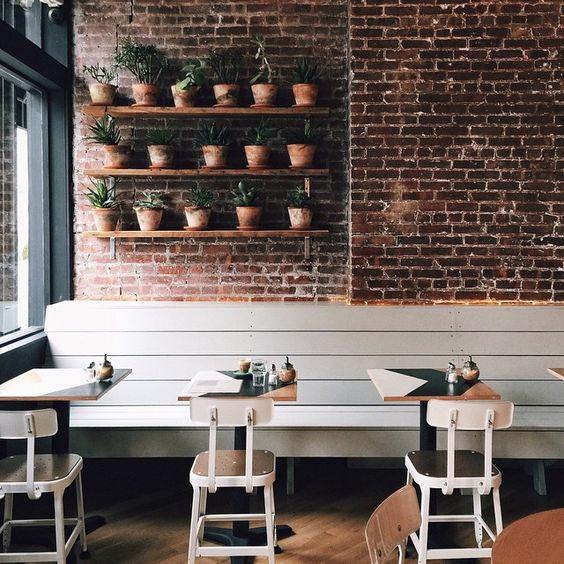 StonePress maakt oude industriele bakstenen muren van eigen ontwikkelde steenstrips voor in huis, horeca, winkel of kantoor