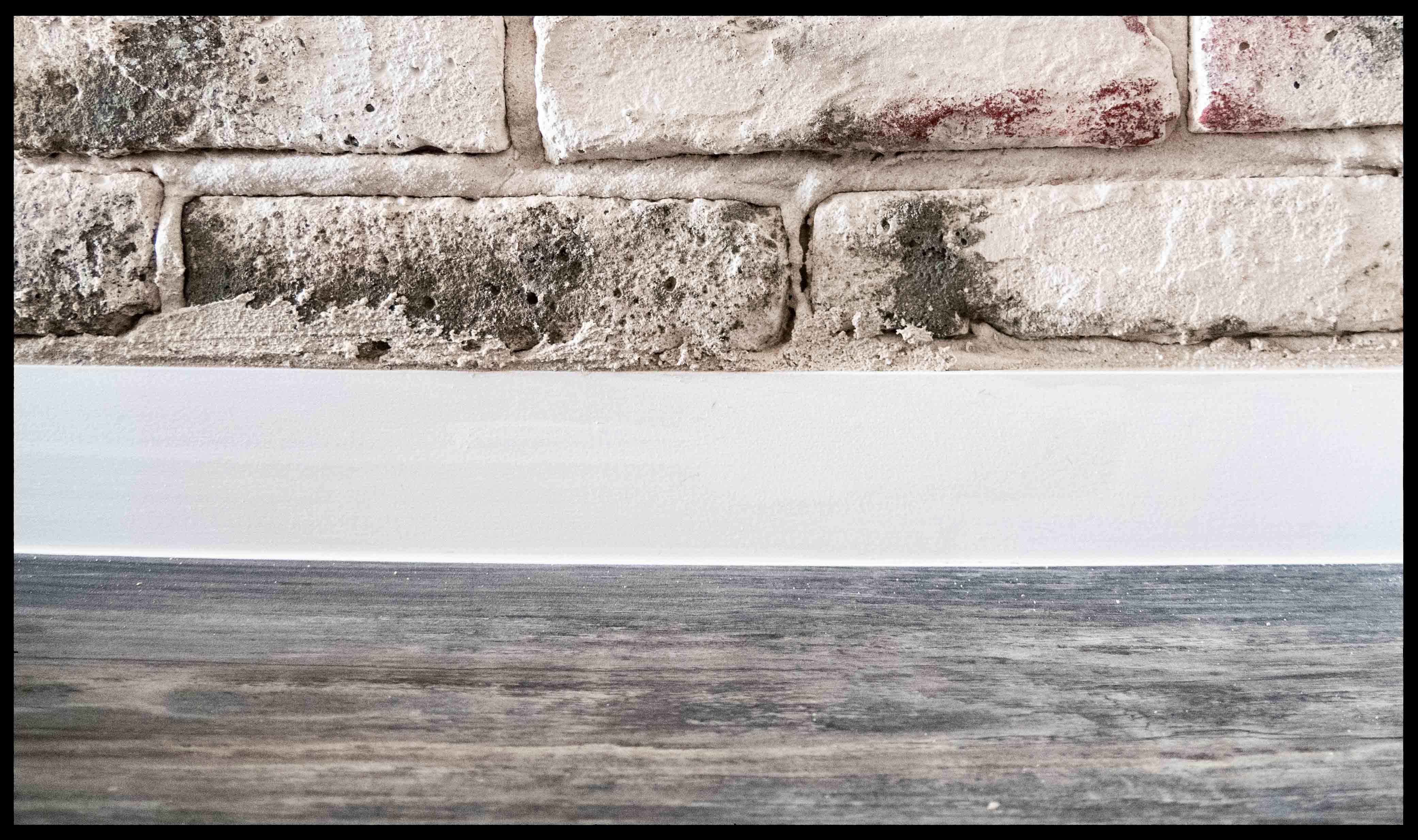 Oude bakstenen muur maken door StonePress steenstrips